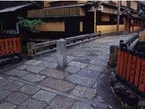 【祇園】町歩きにぴったりな風情が残されています。