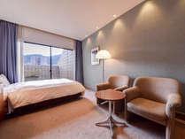 *【シングル】充分な広さを備えた室内。ゆったり寛げる空間で過ごすひと時。