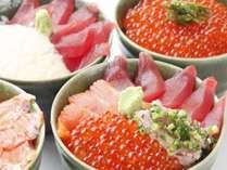 【朝食】  数種類のお刺身や薬味をお好みで乗せて頂くよくばり丼