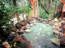 森林とせせらぎの中ゆっくりと湯浴みをどうぞ