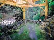 渓谷沿いの露天風呂