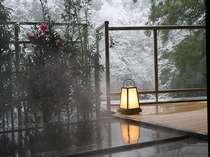離れ露天風呂から雪景色