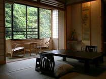【和洋室】和洋室の本間は10畳に縁付きのすっきりとした和室