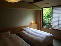 【和洋室】聚楽の壁と和紙の張りの壁が落ち着くお部屋です。