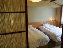 【和洋室】 塗り壁、和紙、組子、夏戸、日本の伝統文化がちりばめられたベットルーム