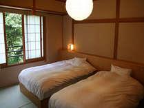 【和洋室】ベットに横になりながら、美しい景色をご覧頂けます。