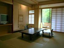 【和洋室】 紅葉の間は、こおろぎ橋に一番近いお部屋となっております。