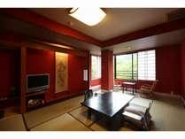 【和洋室】北陸ならではの朱壁が鮮やかなお部屋