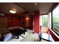 【和洋室】和室10畳 北陸ならではの朱壁は鮮やかで人気のお部屋です。