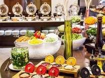 ◆朝食ブッフェ/色とりどりの野菜やドレッシングが選べるサラダバー※イメージ