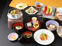 こちらが寝覚御膳になります(画像はイメージです)。1,000円UPで木曽駒御膳への変更も承ります。