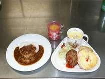 夕食・お子様ランチの一例。この他に、デザートの盛り合わせプレートもお出ししております。