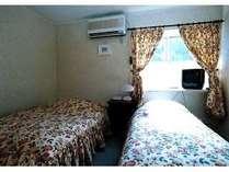 本館客室の1室(ベッドルーム)。