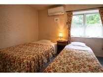 本館ツインルームのベッドルーム