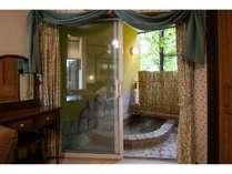 英国アンティークコテージの部屋付き露天風呂