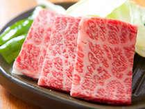 ■豊後牛の陶板焼き■ 豊後牛のジューシーな肉汁が食欲をそそります。