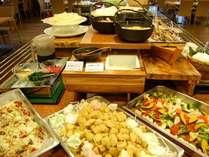【朝夕バイキング】豪華夕食は郷土料理や海老香草焼き、飛騨牛朴葉味噌、ローストビーフを自由に!
