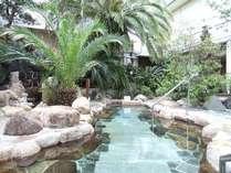 大浴場に隣接している、ジャングル露天風呂。