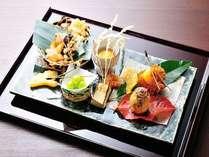 【前菜】満月丸十レモン煮、大岩魚葱包み焼き、柿里芋コロッケ、揚げ銀杏籠盛り、クリームチーズ西京焼き