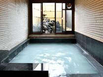 「永楽の湯」男湯(内風呂)数ある草津温泉の源泉の中でも効能名高い源泉です。