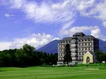 那須高原の大自然に囲まれた広大な敷地に佇む瀟洒なホテル。