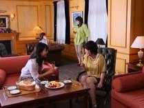 【広々☆二間洋室】2室のツインベッドルームで…大人グループ旅行にお勧め♪1泊2食付ルームチャージプラン