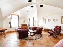 ドーム型の天井が特徴的な601号室