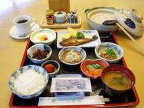 朝食 ごはんは玄米を使ったおかゆもご用意してます。