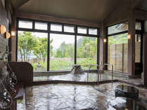 【大浴場】ゼロ磁場の石入りのお湯は石のミネラルが溶け込むことで、お肌に優しいお風呂になります!