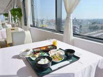 *朝食一例/解放感いっぱいのレストランでの朝食が人気!メニューもホテルならではの充実の内容。