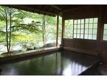 川を望む屋根付き露天風呂(かわらの湯)