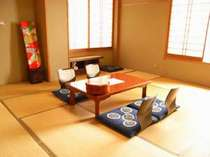 【本館3F角部屋】バス・トイレ付。眺望の良い広々和室です。