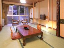 1階 和室10畳(バス、トイレ付き)