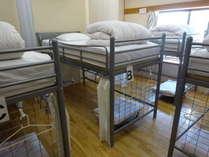 ドミトリーのシングルベッド