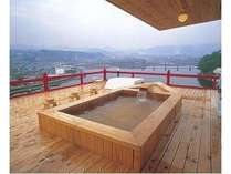 総檜の露天風呂、地上50M日田を一望する「月うつしの湯」