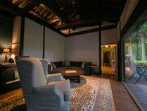 【特別室】広々としたオープンテラスと長湯ダム湖を見渡せる露天風呂を備えております。