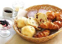 焼きたてパンで朝食を!
