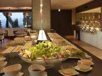 オホーツクバイキング一例/地元の野菜をたっぷり使用した料理は目にも鮮やか。