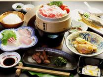 【夕食】海の幸山の幸女将が考え工夫した創作料理スタンダードプランの一例