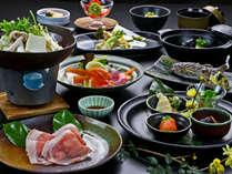《上州もち豚薬膳鍋会席》8種類の生薬や香辛料をお楽しみ下さい。