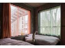 光差し込むツインルーム。※窓の数が1つのお部屋もありますがリクエストは承ることが出来かねます。