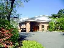 那須高原の中心に位置し、林の中に佇む旅館です★