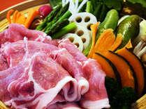 【夕食例】旬の野菜とヤシオポークのせいろ蒸し♪※季節によって、野菜が変更になる可能性があります。