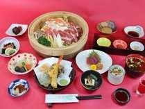 【ご夕食】和食膳の一例です。旬の食材を使った板長自慢の和食膳をどうぞ♪