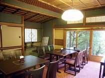 *レストラン内部もレトロな雰囲気を感じさせる造りとなっております。