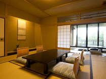 【新館鳳凰・標準客室 お部屋一例】まだ新しい木肌の温もりに包まれてお過ごし頂ける純和風のお部屋です