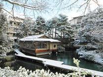【松泉湖・雪景色】例年初雪は12月頃となり、本格的に降り積もる時期は1月中旬~2月初旬頃となります