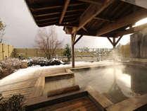 雪見露天【展望露天風呂・木犀】白山を望める檜風呂の露天風呂