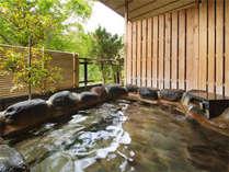 【新館鳳凰・特別室 浴室一例】内風呂で体を温めてから露天風呂にお入り頂けます