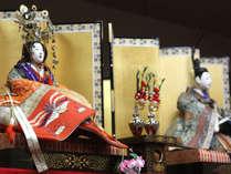 代々伝わる100年前のお雛様を2月15日から旧暦の桃の節句4月3日まで飾っております
